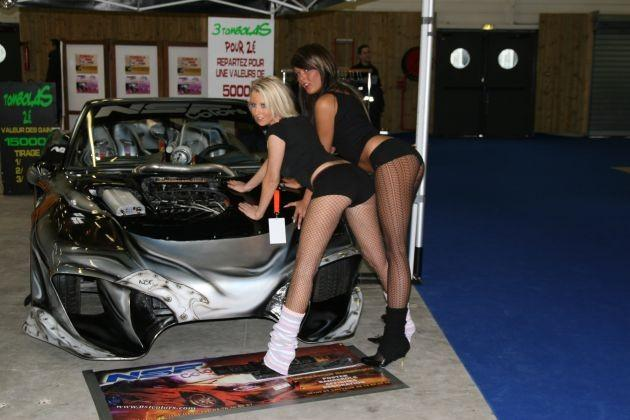 Kobiety na Paris Tuning & Racing Show