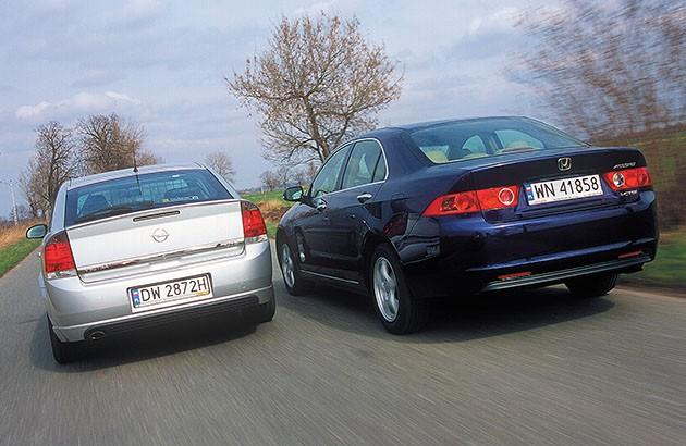 Honda Accord i Opel Vectra