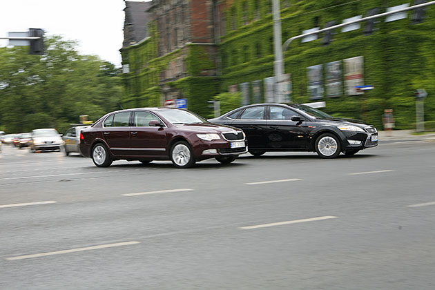 Ford Mondeo i Skoda Superb – Pną się fury do góry
