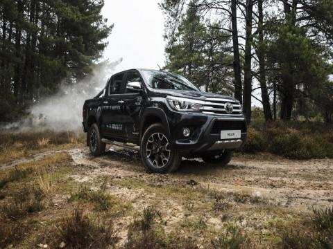 Toyota Hilux Invincible 50 Chrome Edition  - motogazeta mojeauto.pl