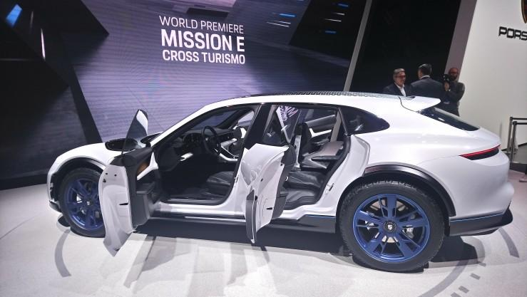 Porsche Mission E Cross Turismo (Genewa 2018)