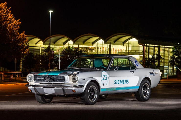 Autonomiczny Ford Mustang 1965 w Goodwood