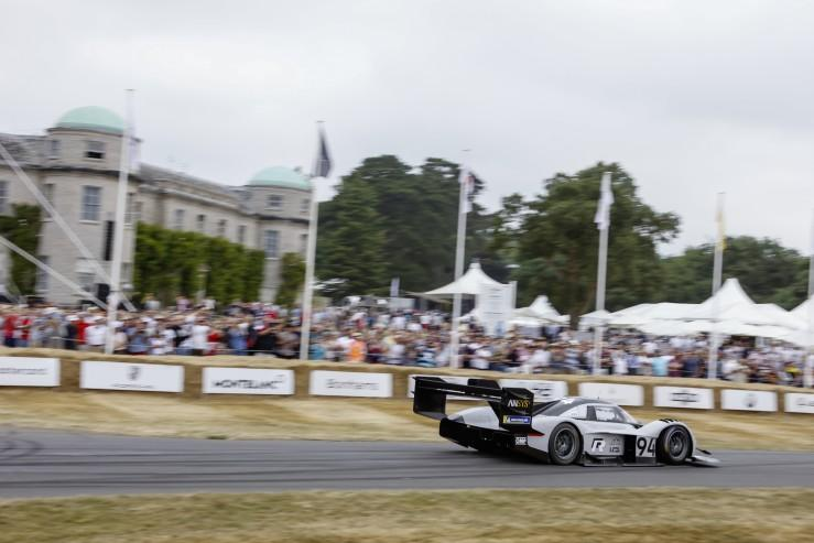 Volkswagen ID R w Goodwood