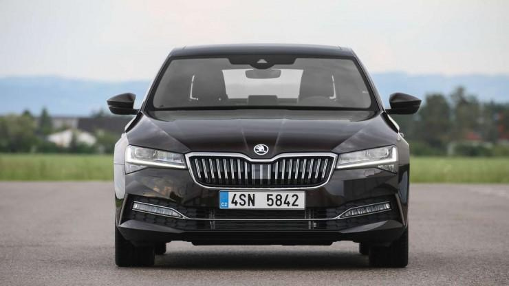 Skoda Superb facelift 2019 - reflektory Full LED matrix