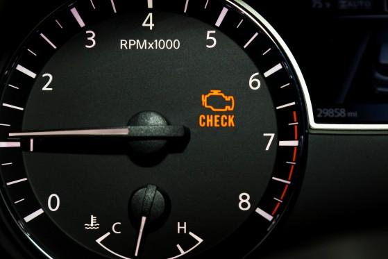 Kontrolka Check Engine – co oznacza?