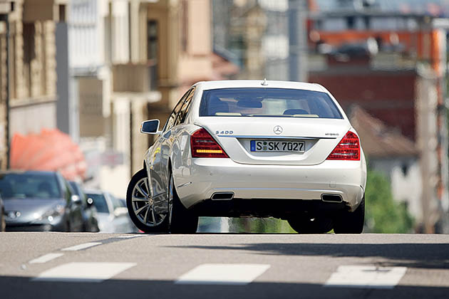 Mercedes S400 Hybrid – political fiction