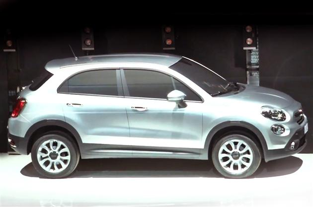 Nowy Fiat 500X w Paryżu - video