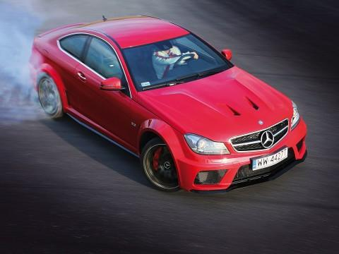 Mercedes C 63 AMG Black Series - Merc in black  - motogazeta mojeauto.pl