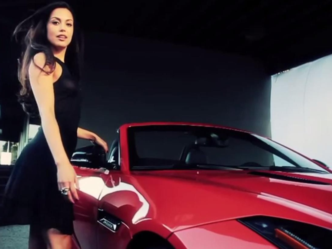 Jaguar F-Type i Playmate roku Playboy'a